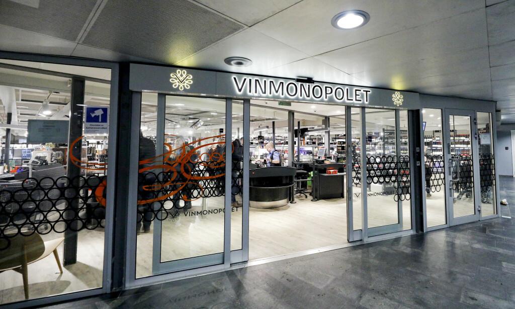 NYE TIDER: I dag stemte Stortinget for at Vinmonopolet får holde åpent en time senere på lørdager, og dager før helligdager. Foto: NTB Scanpix