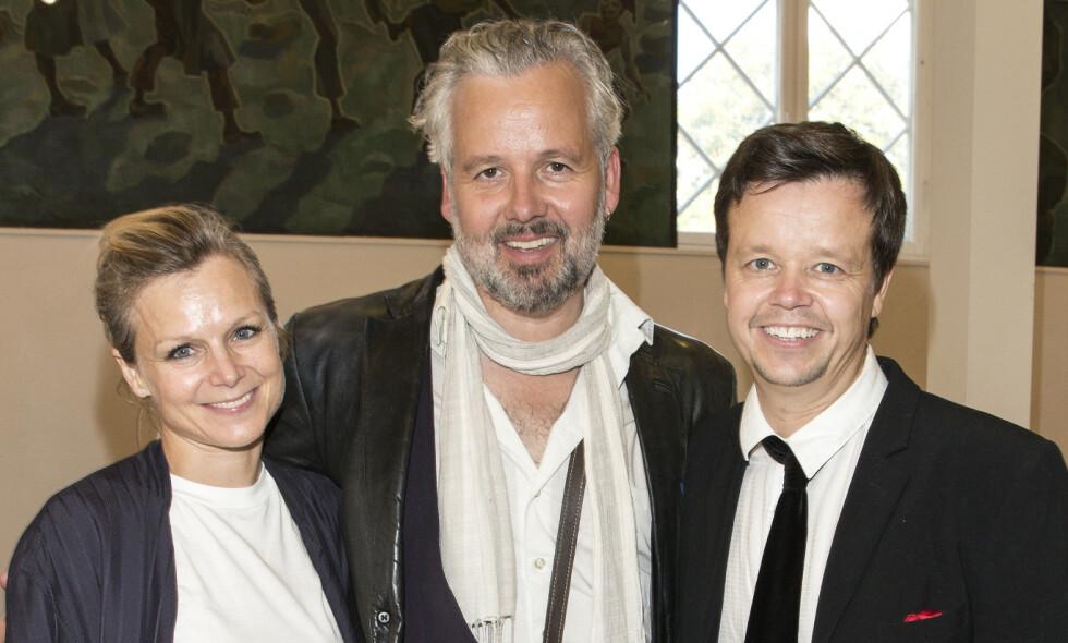 SØSKNENE STILLER UT: Anja og Espen Bjørshol stiller ut Ari Behns verker. Her er de sammen i Moss Kunstgalleri i 2017. Foto: Andreas Fadum/Se og Hør