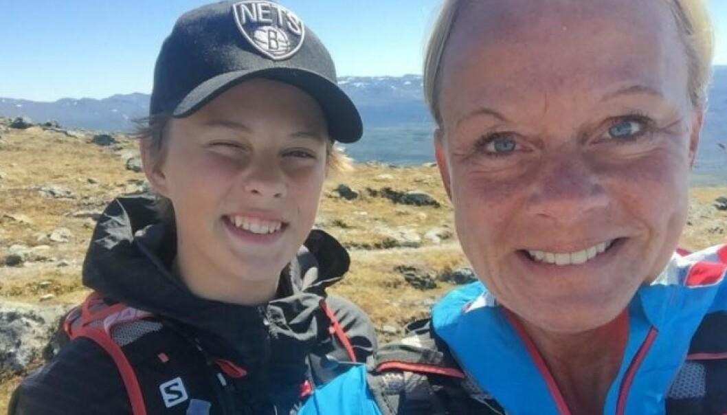 MAX OG MOR: Max (16) omkom i ulykken. Her med moren, Monica Larsson. Foto: Privat