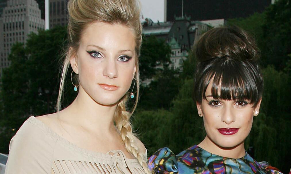 KOLLEGAER: Her er Heather Morris og Lea Michele fotografert sammen i forbindelse med en presselansering av «Glee» i New York i 2010. Foto: NTB Scanpix