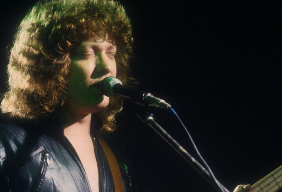 DØD: Bassist og en av grunnleggerne av glamrockbandet Sweet har gått bort. Her avbildet på scenen i 1981. Foto: NTB Scanpix