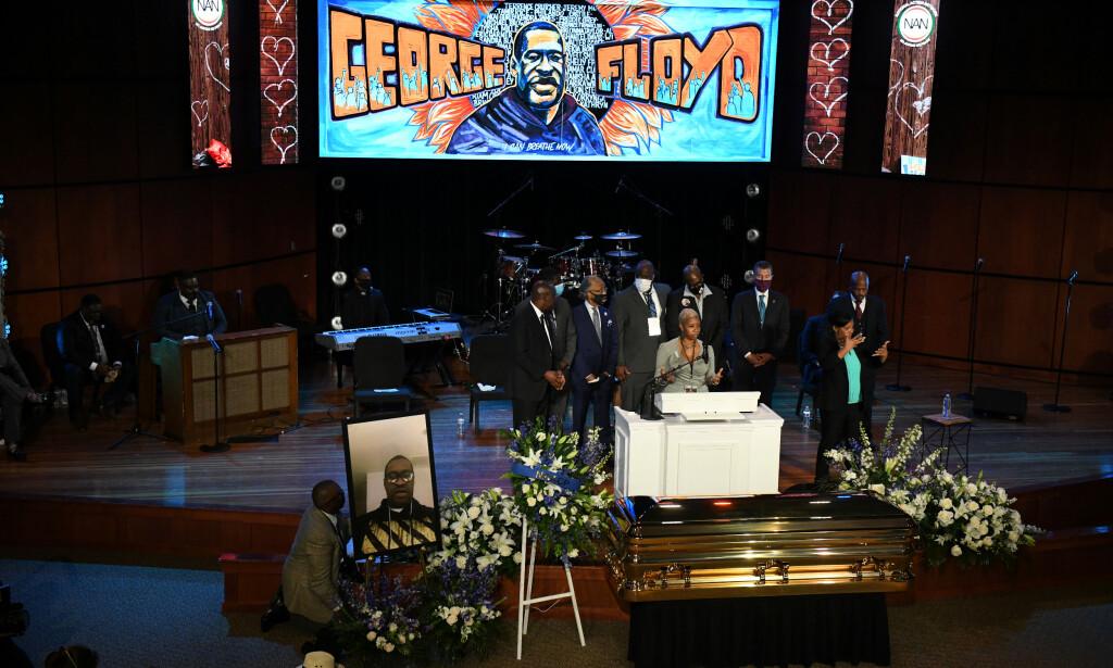 TALTE: Flere holdt sterke taler under minnesseremonien, blant annet et av Floyds familiemedlemmer, Shareeduh Tate. Foto: Reuters