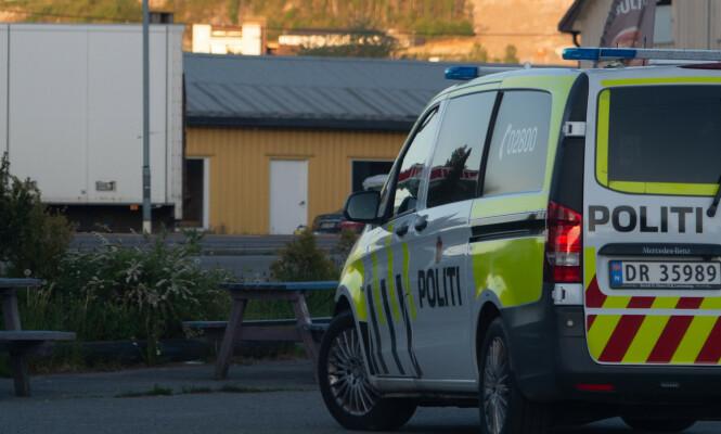 OVERVÅKET HUSET: Politiet fulgte med på hva som skjedde i klubbhuset i flere timer, men forlot området ved mørkets frembrudd. Foto: Dagbladet