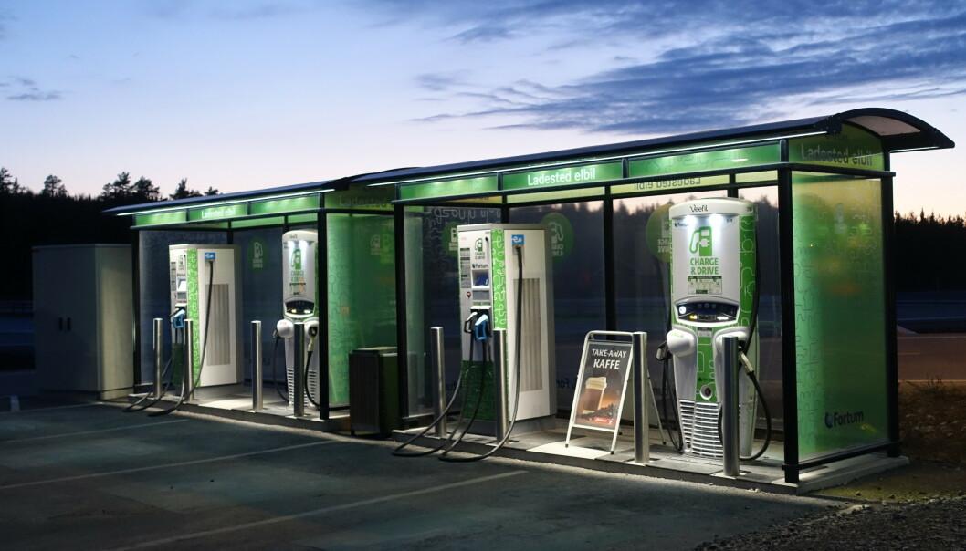 LADEPLASSER: De tyske myndughetene ønsker ladestasjoner tilsvarende dette på alle tyske bensinstasjoner. Foto: Fred Magne Skillebæk