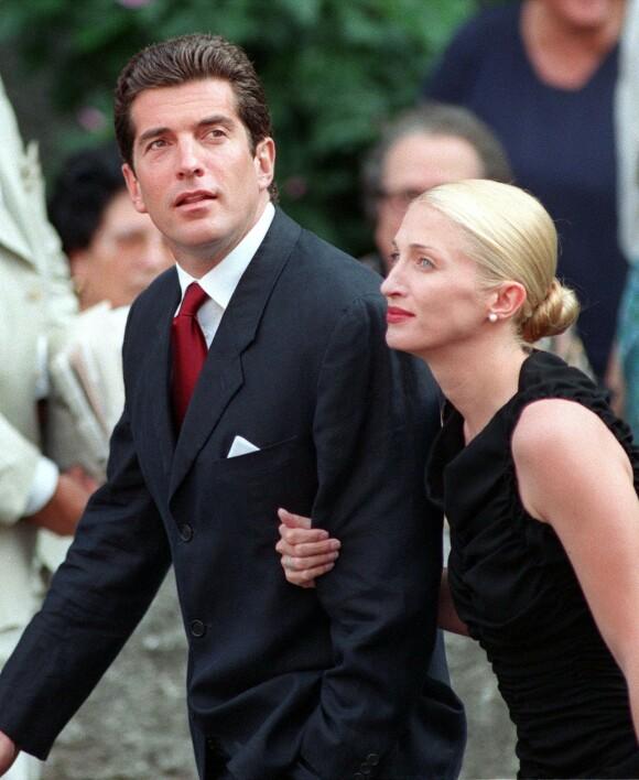 HEMMELIG BRYLLUP: John F. Kennedy jr. og Carolyn Bessette giftet seg i en hemmelig seremoni høsten 1996 - dette bildet er tatt i Italia to år senere. FOTO: NTB scanpix