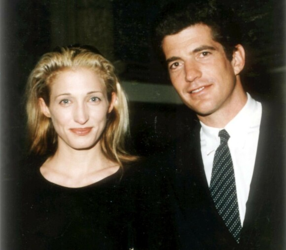 OMKOM: Carolyn Bessette og John F. Kennedy Jr. rakk bare å være gift i tre år, før de omkom i flyulykken 16. juli 1999. FOTO: NTB scanpix