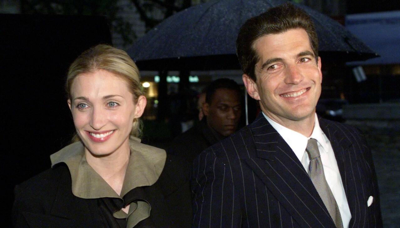 MYTEOMSPUNNEDE: I dag, 21 år etter dødsulykken, hadde Carolyn Bessette og ektemannen John F. Kennedy jr. vært henholdsvis 54 og 59 år. FOTO: NTB scanpix