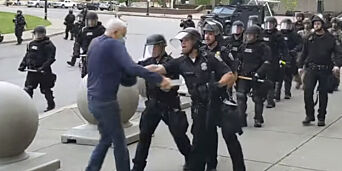 image: Sterke reaksjoner etter at politiet dyttet eldre mann i USA
