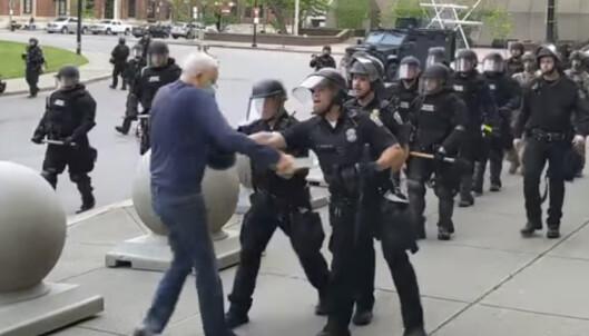 Sterke reaksjoner etter at politiet dyttet eldre mann i USA