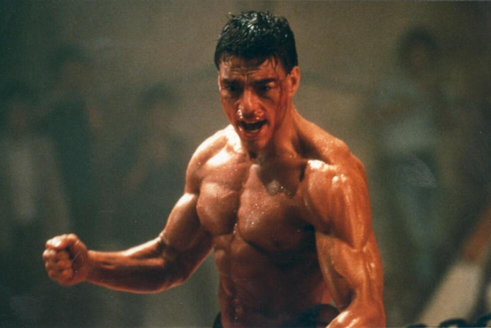 MUSKELBUNT: Den belgiske skuespilleren Jean-Claude Van Damme fikk raskt kallenavnet «The Muscles from Brussels», noe som det ser ut til at han har opprettholdt i en alder av 59 år. Her er han avbildet i filmen «Kickboxer» i 1989.  Foto: NTB Scanpix