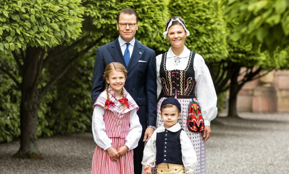 <strong>NYE BILDER:</strong> Fredag slapp det svenske kongehuset nye bilder av kronprinsessefamilien, i forbindelse med Sveriges nasjonaldag 6. juni. Én detalj har imidlertid fått rojale fans til å sperre opp øynene. Foto: Det svenske kongehuset
