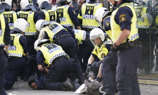 VOLDSOMME DEMONSTRASJONER: Demonstrasjonen foregikk blant annet på Götaplatsen i Göteborg, men mange av demonstrantene gikk videre gjennom byen. Foto: TT NYHETSBYRÅN/ NTB scanpix