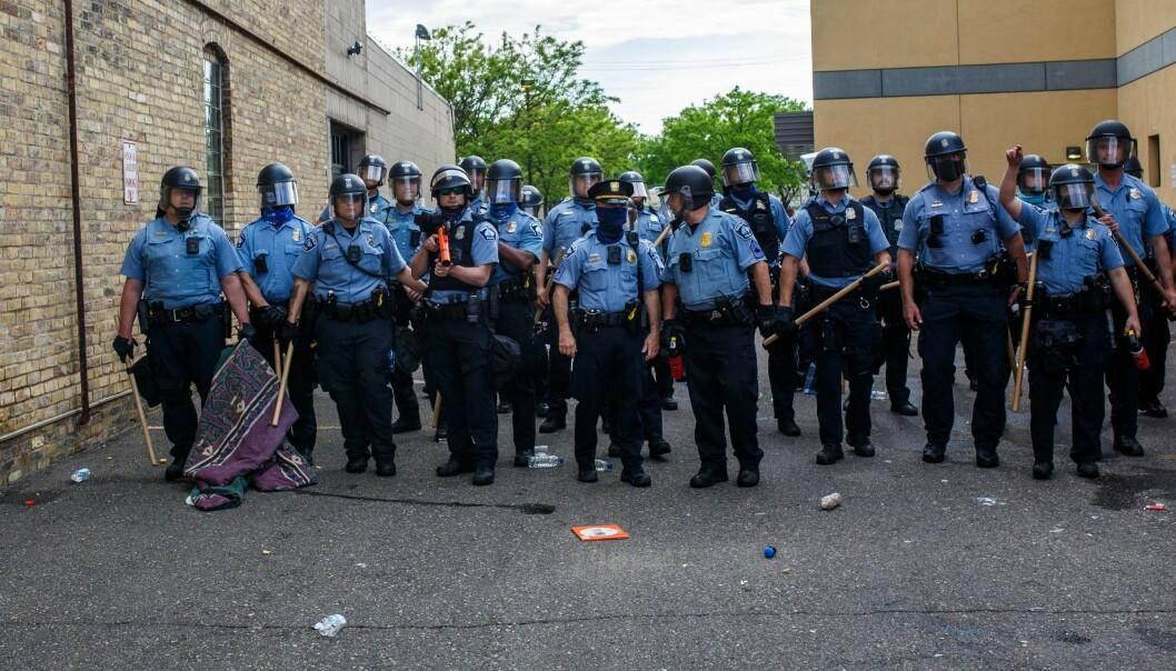 MINNEAPOLIS: Politiet i Minneapolis står klare for å håndtere demonstrasjonene. Bildet er tatt 27. mai 2020. Foto: AFP