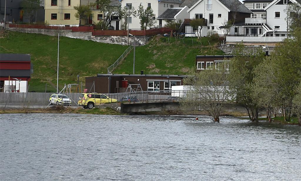 VANN: Vannstanden i Storvannet i Hammerfest er høyere enn normalt. Det er ventet at vannet skal ytterligere i de nærmeste dagene. Foto: Bjørn Egil Jakobsen / Hammerfestingen / NTB scanpix.