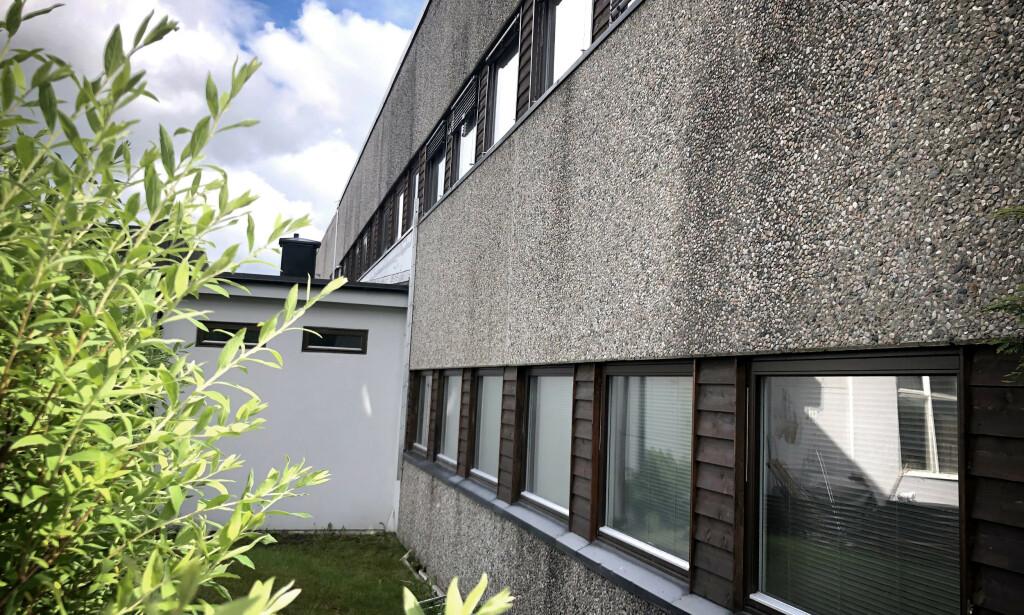 VÅPENFUNN: Det ble funnet flere våpen i lokalene på Lørenskog. Foto: Øistein Norum Monsen/Dagbladet.