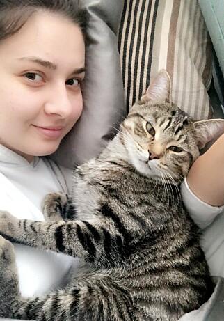 FELIX: Felicia og kjæresten fikk katten Felix i 2018. Foto: Privat