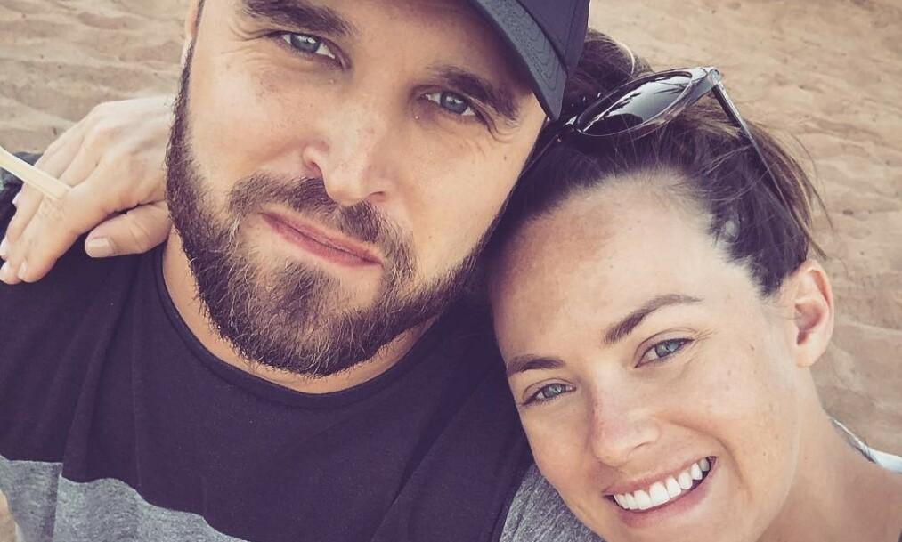 VANSKELIG TID: Kara Bosworth og ektemannen mistet nylig sin nyfødte sønn. Nå åpner hun opp om de første to månedene uten ham. Foto: Kara Bosworth / Instagram