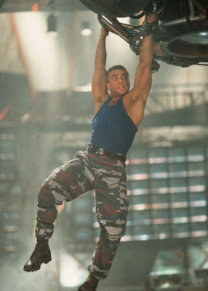 ACTIONSTJERNE: Jean-Claude Van Damme har spilt i en rekke filmer opp gjennom årene. Her avbildet i filmen «Street Fighter» i 1994. Foto: NTB Scanpix
