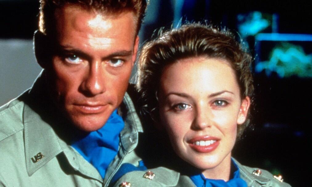 MUSKELBUNT: Den belgiske skuespilleren Jean-Claude Van Damme fikk raskt kallenavnet «The Muscles from Brussels», noe som det ser ut til at han har opprettholdt i en alder av 59 år. Her er han avbildet med Kylie Minogue i filmen «Street Fighter» i 1994. Foto: NTB Scanpix