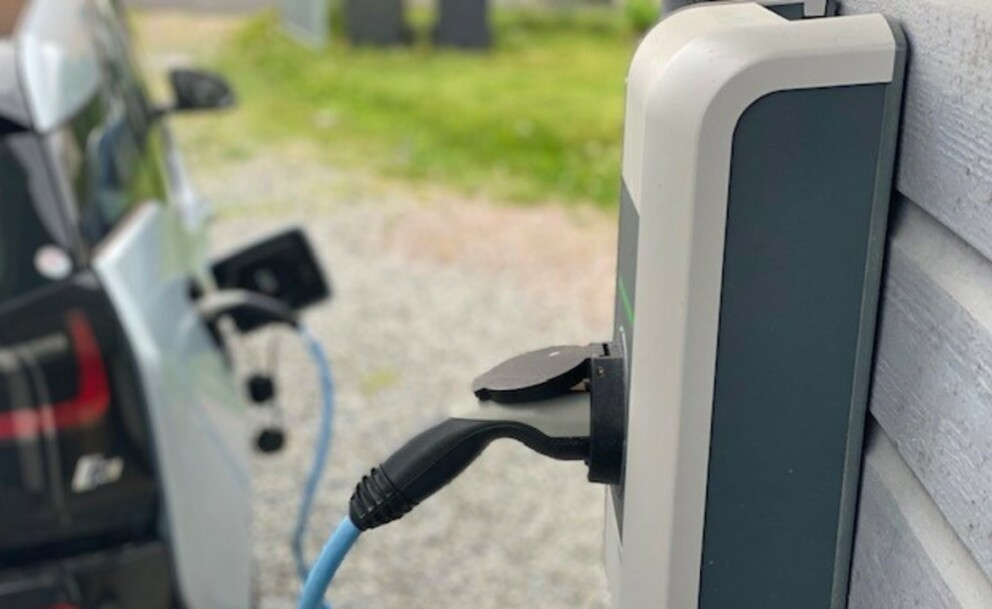 Stadig flere elbilister er blitt klar over at en ladeboks gir enklere, sikrere og raskere lading hjemme (foto: Norsk elbilforening).