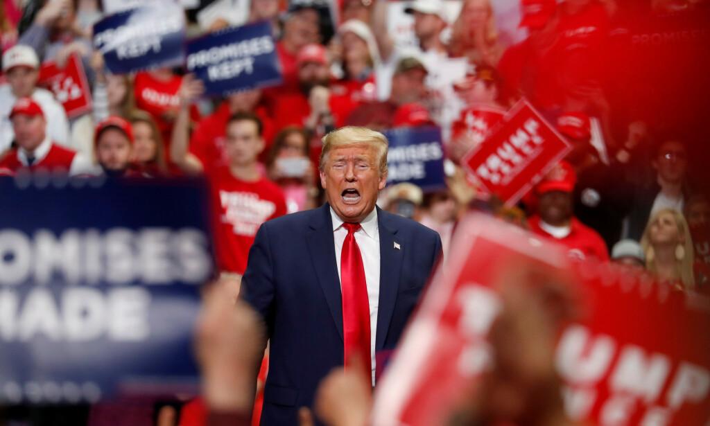 I KJENT STIL: Donald Trump under et valgmøte i Nord-Carolina 2. mars 2020. I løpet av de to neste ukene vil Trump gjenoppta valgkampanjen sin. Foto: NTB Scanpix