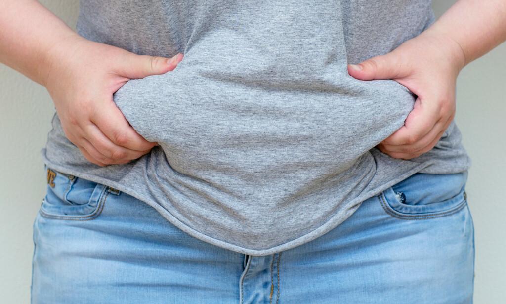 MER FETT: De hormonelle endringene i forbindelse med overgangsalderen kan føre til at du lettere legger på deg rundt hoftene og lårene, men kanskje aller mest rundt magen. Foto: NTB Scanpix/Shutterstock