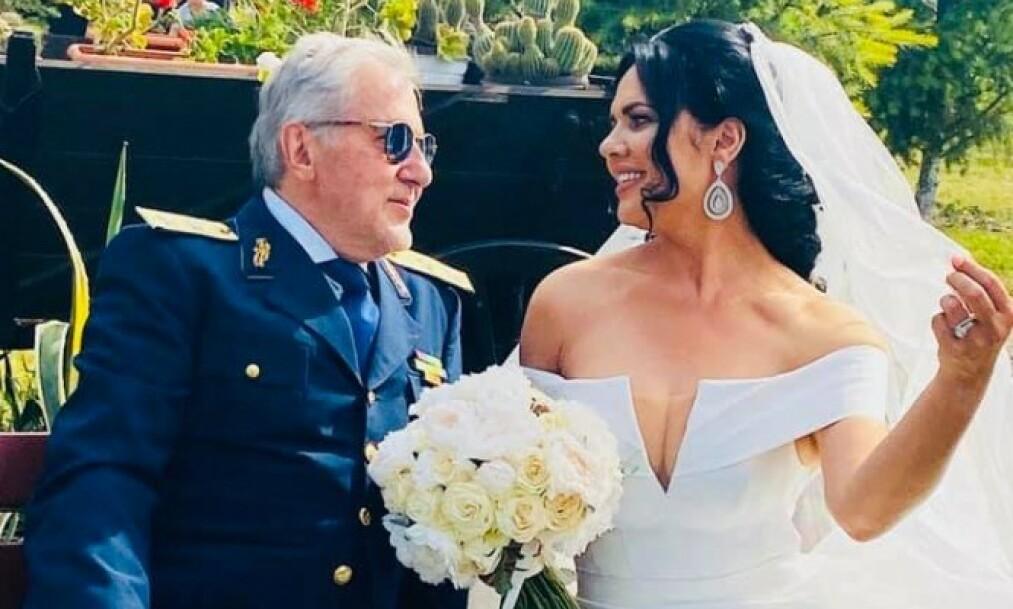 FOR FEMTE GANG: Tennislegenden Ilie Năstase har giftet seg med den 30 år yngre Ioana Simion. Foto: Skjermdump fra Facebook