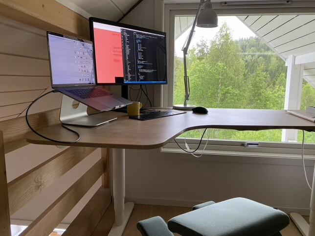- Vi har hatt hjemmekontor siden litt før Norge stengte ned for alvor, men har nå begynt å være litt på kontoret igjen, forteller Kristoffer Brabrand. 📸: Privat