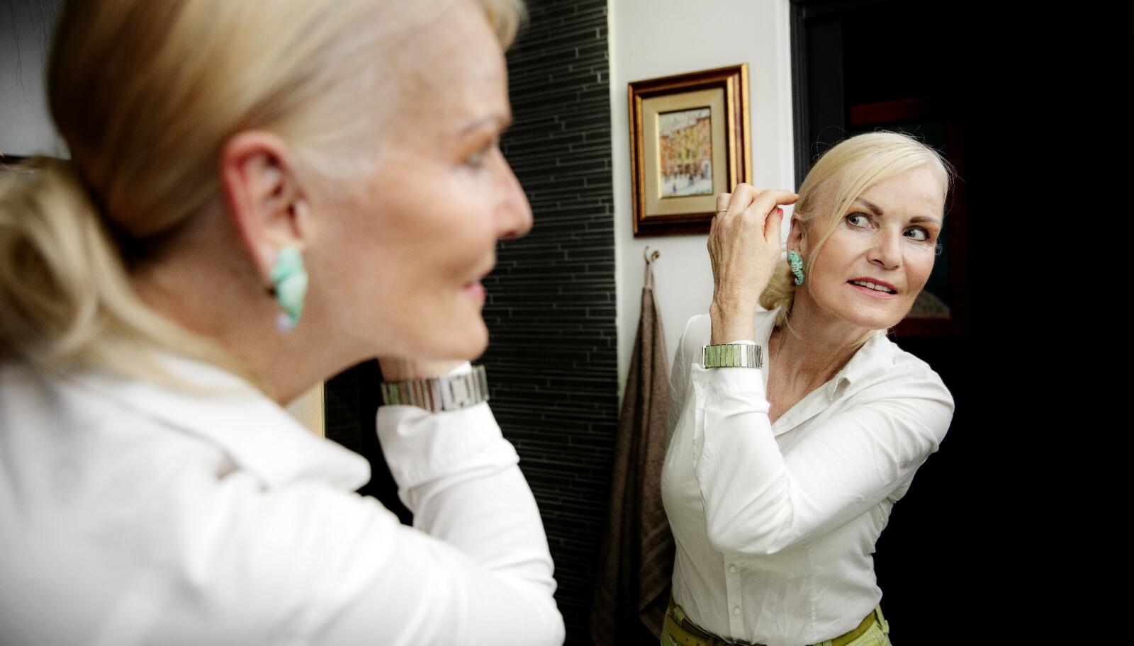 <strong>PRIORITERER UTSEENDET:</strong> Marit Bakke har blant annet fikset på huden på halsen og tar jevnlig injeksjoner med botox. - Jeg bryr meg ikke om hva folk mener, sier hun. Foto: Nina Hansen/Dagbladet