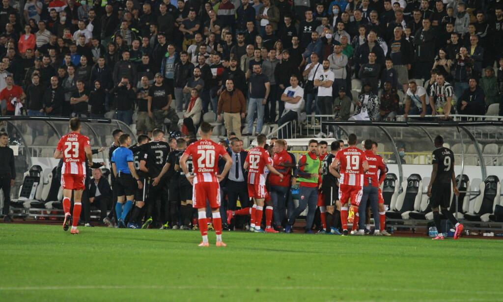 FOLKSOMT: Partizan Beograd vant 1-0 over Røde Stjerne. Med «stinn brakke» på tribunen. Foto: NTB scanpix