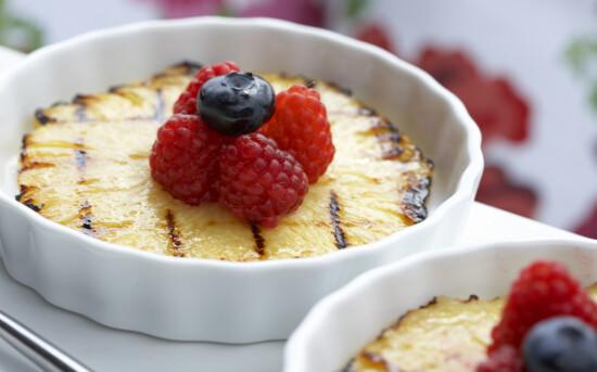 Grillet ananas med bringebær (8 porsjoner)