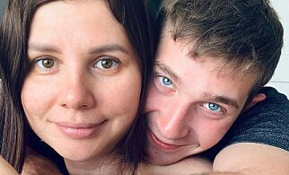 image: Gravid influenser gift med stesønnen
