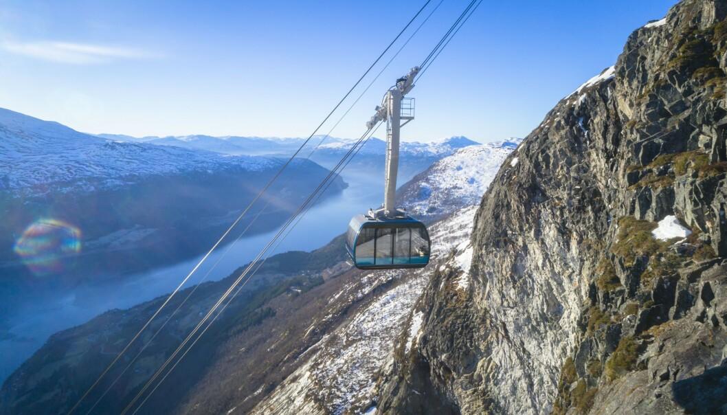 GONDOL: Du kan «jukse» og ta Loen Skylift helt til toppen av Hovden, og ned igjen. FOTO: Lars Korvald/Loen Skylift