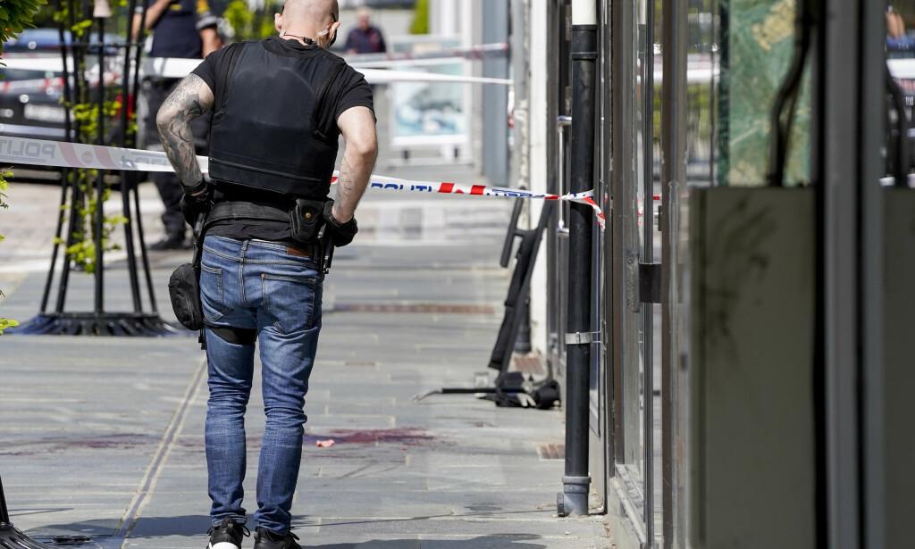 MIDT PÅ LYSE DAGEN: 35 år gamle Kjartan Slettemoen Hodne ble knivstukket i Haraldsgata midt i Haugesund sentrum. Flere ble vitner til hendelsen. Foto: Jan Kåre Ness / NTB scanpix