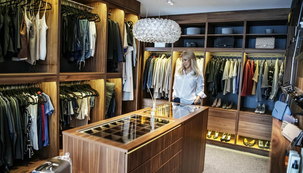 FLYTTET: Löwengrip har kjøpt ny luksusvilla. Her fra walk in-garderoben i hennes gamle villa. Foto: Anna-Karin Nilsson/Expressen