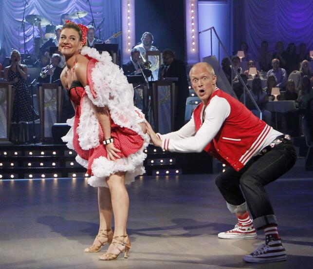 PÅ DANSEGULVET: I 2010 var Tobias Karlsson dansepartneren til Cecilie Skog. Duoen ble imidlertid nødt til å trekke seg etter bare to direktesendinger etter at Skog brakk to ribbein under en danseøvelse. Foto: NTB Scanpix