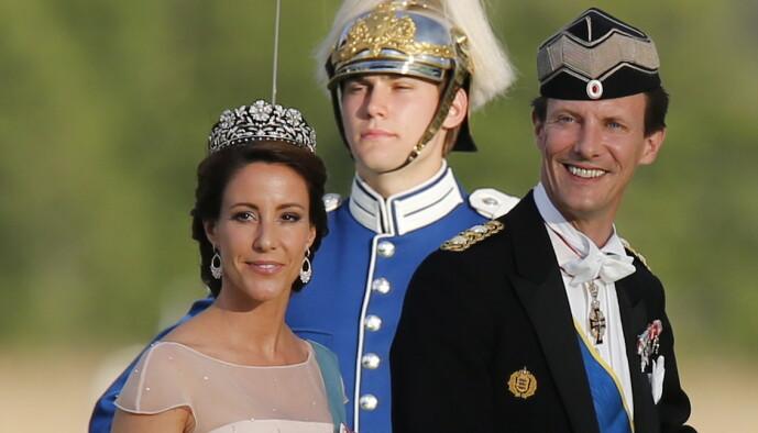 KAPRET JOBB: Den danske prinsen har fått jobb som forsvarsattaché i Paris. Her er han avbildet med kona, prinsesse Marie i anledning Sveriges prinsesse Madeleine og Chris O'Neills bryllup. Foto: NTB Scanpix