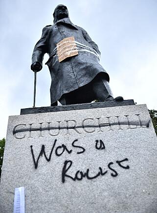 SKADD: Slik så statuen av Winston Churchill på Parliament Square ut etter Black Lives Matter-protesten i London. Foto: Scanpix