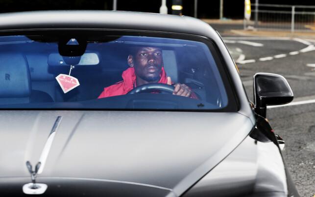 FERDIG SKIFTET: Paul Pogba på vei til Old Trafford for å spille den første av de to treningskampene. Foto: NTB scanpix