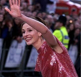 SKAPTE OVERSKRIFTER: Da Julia Roberts stilte på en filmpremiere i 1999 med ubarberte armhuler skapte det overskrifter i media. Foto: Scanpix