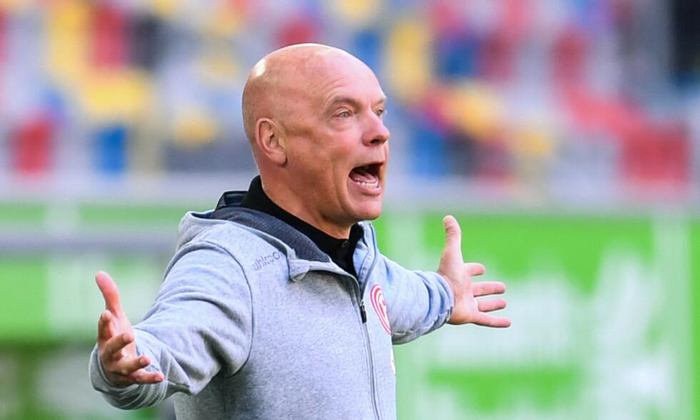 TAP: Fortuna Düsseldorf-trener Uwe Rösler trodde laget skulle ta ett poeng, men det glapp fem minutter på overtid. Foto: NTB scanpix