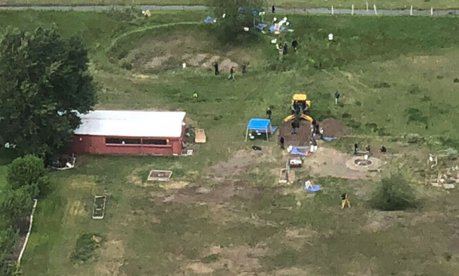 UTGRAVNING: Chad Daybells eiendom i Rexburg er denne uka blitt saumfart av politiets teknikere. Foto: Nate Eaton / EastIdahoNews.com / AP / NTB Scanpix