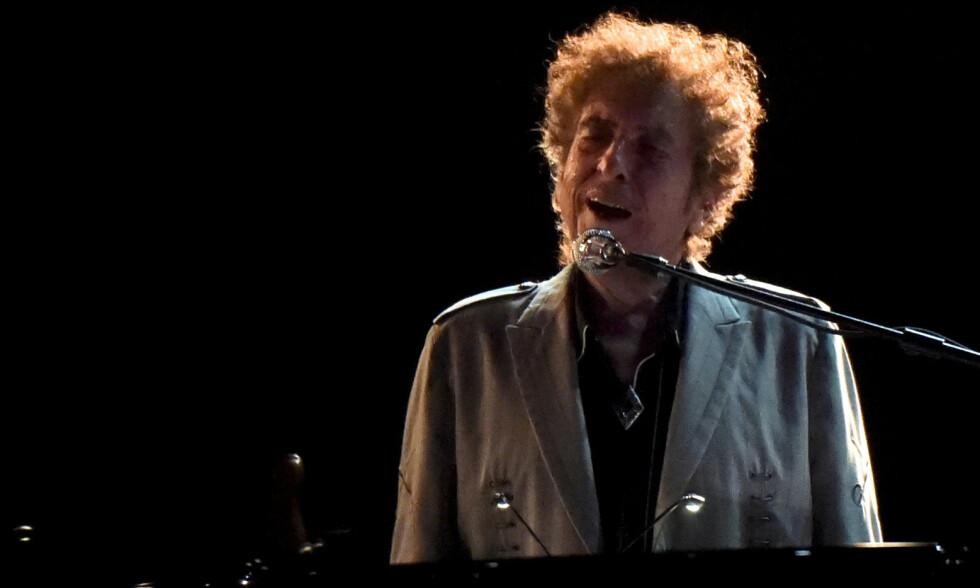 NYTT ALBUM: Bob Dylan (79) turnerer fortsatt, men coronaen har pålagt 79-åringen en pause. Den fyller han blant annet med et nytt dobbeltalbum som slippes førstkommendde fredag. Her fra en festival i Delaware i USA for tre år siden. Foto: Mark Makela / Reuters / NTB Scanpix