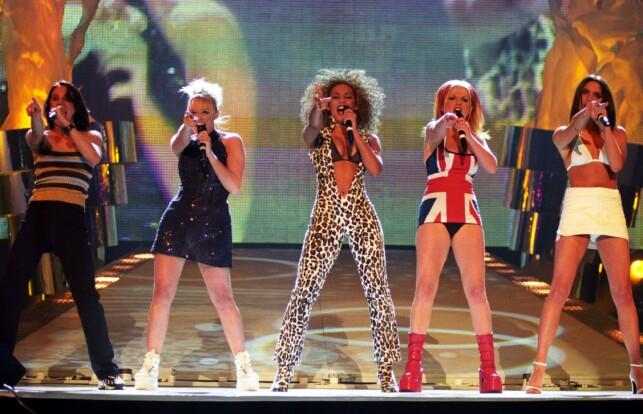 PÅ SCENEN: Victoria Beckham var som regel å se på scenen i tettsittende antrekk. Her avbildet under Brit Awards i 1997. Foto: NTB Scanpix