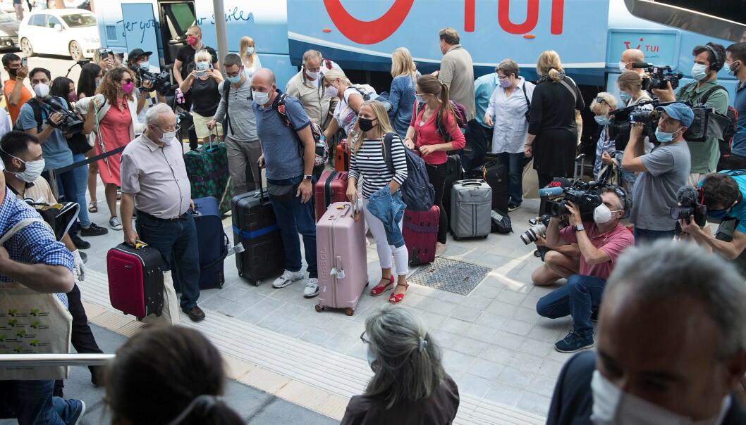<strong>PÅ BESØK:</strong> Lokale myndigheter har åpnet opp for at noen utvalgte turister igjen kan få nye strendene på den spanske ferieøya Mallorca. Her ankommer de første tyske turistene RIU Concordia hotel i Palma de Mallorca i dag. Foto: Jaime Reina / AFP / NTB Scanpix
