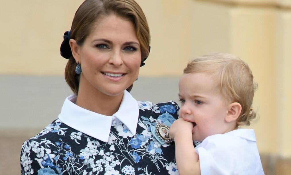 BURSDAG: Prins Nicolas fyller fem år mandag 15. juni. Her er mor og sønn derimot avbildet i 2016, da Nicolas var ett år gammel. Foto: NTB scanpix