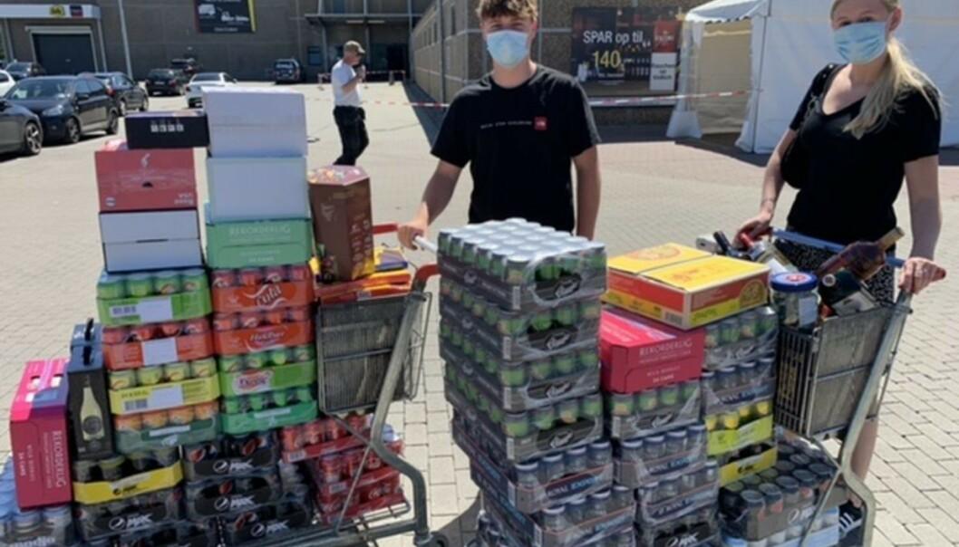 BRUKTE 6000 KRONER: Kjæresteparet Marcus Bisgaard og Nicoline Richter handlet mye drikkevarer i Tyskland. Foto: Jens Anton Havskov Hansen / B.T.