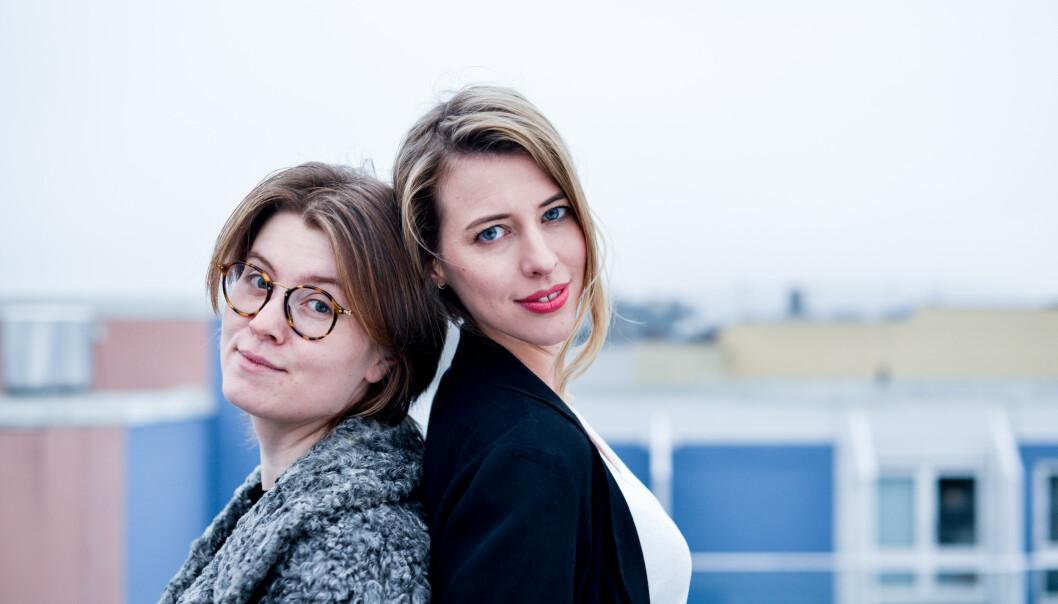 """FRITTALENDE: Ida Jackson og Helena Brodtkorb mener du fint kan servere en hvit løgn på jobbintervju. Og at det er helt OK å ikke gi """"hundre prosent"""" til en hver tid. Foto: Ina Strøm"""