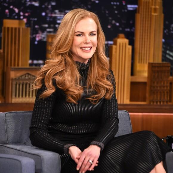 LATTERMILDT GJENSYN: Nicole Kidman under besøket hos Jimmy Fallon i 2015. I løpet av sendingen snakket de to ut om den pinlige daten. FOTO: NTBScanpix