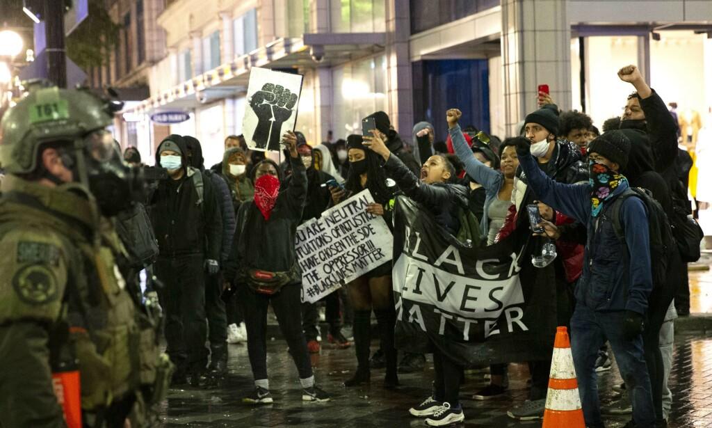 DEMONSTRASJON: Det var under demonstrasjonen i Seattle 30. mai, at gutten skal ha blitt peppersprayet. Helt siden George Floyd ble drept under en pågripelse har det vært heftige demonstrasjoner mot rasisme og politivold. Foto: AFP / NTB scanpix